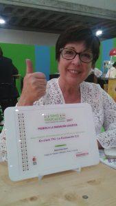 María Cives, coordinadora TIC del Colegio Manuel Peleteiro de A Coruña, con el Premio SIMO 2017