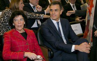 La ministra de Educación y Formación Profesional, Isabel Celaá, y el presidente del Gobierno, Pedro Sánchez, en la Jornada '+FP+Futuro+Progreso'.