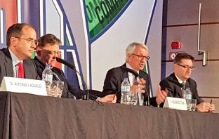 El presidente de CECE, Alfonso Aguiló; el presidente valenciano, Ximo Puig; el secretario de Estado de Educación y FP, Alejandro Tiana, y el presidente de FECEVAL, Alberto Villanueva, en la inauguración del 46º Congreso de CECE.