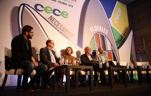 Los periodistas Ximo Batista y Rafael Montaner moderaron el debate entre Marta Martín (C's), Guillermo Meijón (PSOE) y Óscar Clavell (PP) en el 46º Congreso de CECE. (Foto: Sergio Cardeñe)
