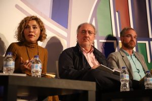 Marta Martín (C's), en un momento de su intervención, ante Guillermo Meijón (PSOE) y Óscar Clavell (PP). (Foto: Sergio Cardeñe)