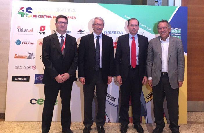 El secretario de Estado Alejandro Tiana, el presidente de CECE, Alfonso Aguiló, el presidente de Feceval, Alberto Villanueva (izq.), y el secretario de Educación de la Comunidad Valenciana, Miguel Soler (dcha), posan en el 46º Congreso de CECE.