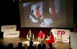 La ministra de Educación y Formación Profesional, Isabel Celaá, y la ministra de Trabajo, Magdalena Valerio, en la Jornada '+FP+Futuro+Progreso'.