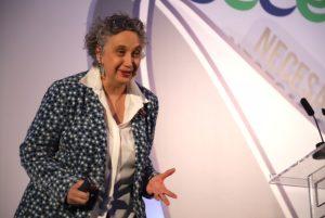 Carmen Pellicer, directora de la Fundación Trilema, durante su conferencia en el 46º Congreso de CECE.