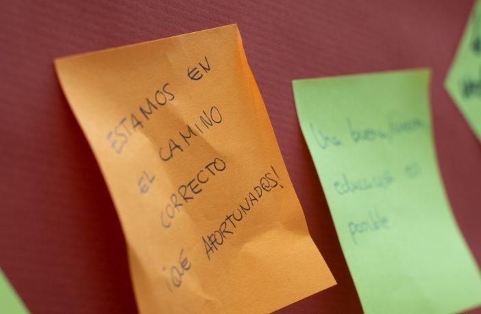 Post-it dejado en el muro de reflexiones durante las II Jornadas Escuelas que Aprenden de la Fundación Trilema y la Red de Escuelas que Aprenden. (Foto: Trilema)