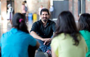 César Bona ha publicado recientemente 'La emoción de aprender' (Plaza&Janés), su tercer libro desde que fue candidato al Global Teacher Prize.