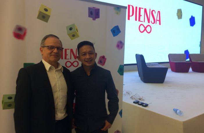 Augusto Ibáñez, director corporativo de Educación de SM, junto al doctor Yeap Ban Har, artífice de Piensa Infinito, la solución de aprendizaje matemático de SM basada en las Matemáticas de Singapur.