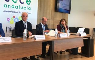 Leandro García Reche, en primer término, el día de su nombramiento como presidente de CECE Andalucía, junto al secretario general, Antonio Caamaño, y la secretaria jurídica, Carmen Mora.