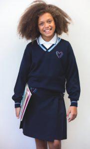 Las familias pueden comprar los uniformes desde casa y evitarse las colas y los pagos en el colegio.