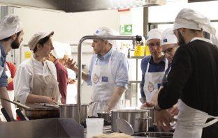 Profesores de cocina de cuatro países europeos, entre ellos España, participan en el proyecto europeo Life Foster, de la Comisión Europea, para formar a los futuros cocineros en la optimización de los alimentos y la reducción de residuos.