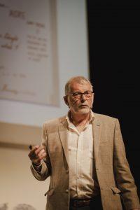 El investigador británico Graham Powell, ponente en Eduthink, hizo reflexionar a los docentes sobre su práctica cotidiana en el aula.