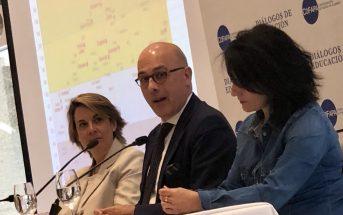 Francesc Pedró, director de políticas educativas de la Unesco, junto a Begoña Ladrón de Guevara, durante el 33º Desayuno de COFAPA.