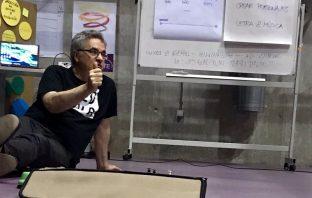 El coordinador de Proyecto LÓVA en España, Pedro Sarmiento, durante una de las sesiones de formación en el curso impartido a docentes de Murcia este verano.
