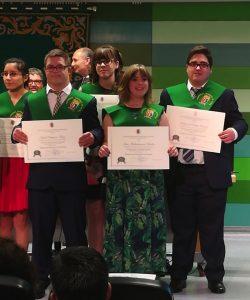 Idoia Aguirre, en el centro, junto a otros compañeros de Promentor el día de la graduación.