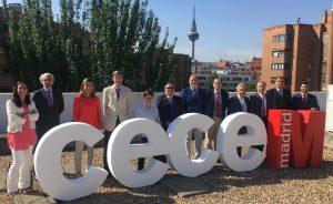 La Junta Directiva de CECE-Madrid al completo, con Vidal Sánchez al frente (6º por la dcha.), Alfonso Aguiló como vicepresidente (a su dcha.) y Juan Chávarri como secretario general (1º por la dcha.)