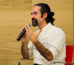 Siro López, artista y diseñador de espacios educativos.