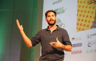Javier Santaolalla es ingeniero y físico volcado en la divulgación científica para todos los niveles. Impartió la conferencia inaugural del 47º Congreso de CECE. (Foto: Sergio Cardeña)