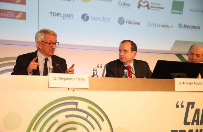 El secretario de Estado de Educación y FP en funciones, Alejandro Tiana, junto al presidente de CECE, Alfonso Aguiló, en la inauguración del 47º Congreso Nacional de CECE en A Coruña. (Foto: Sergio Cardeña)
