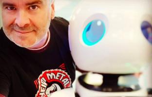 Javier Sirvent es un evangelista de la tecnología, experto en unir conocimientos y hacer previsiones de futuro que, según dice, suelen cumplirse.