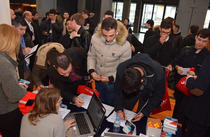 El IV Foro de Empleo Tecnológico para FP que organiza el Colegio Tajamar en Madrid reunió este año a 900 alumnos y 30 empresas.