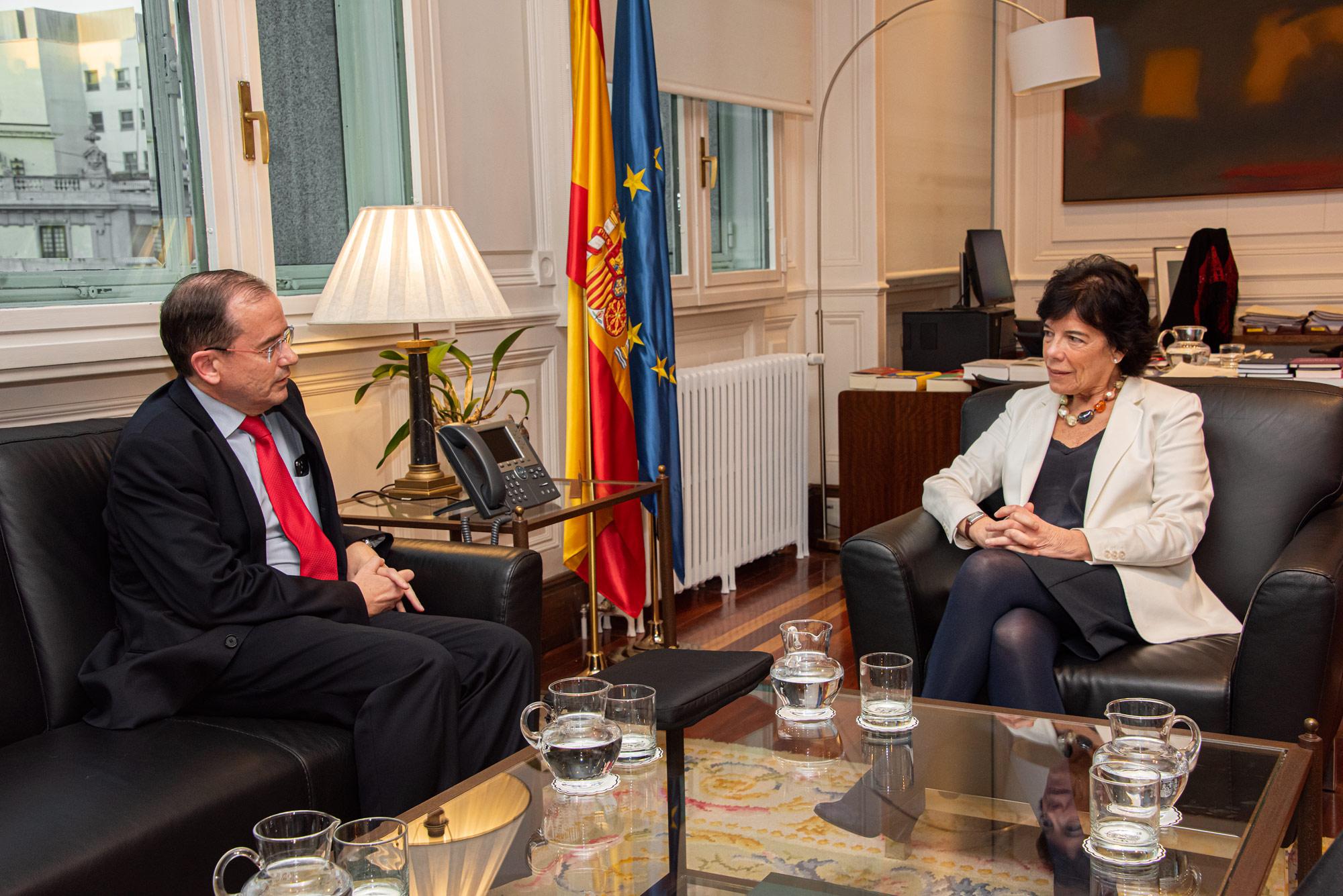 El presidente de CECE, Alfonso Aguiló, pidió a la ministra Isabel Celaá que no legisle en contra de la concertada amparándose en las exigencias de sus socios de gobierno y en premisas y datos falsos sobre la concertada.