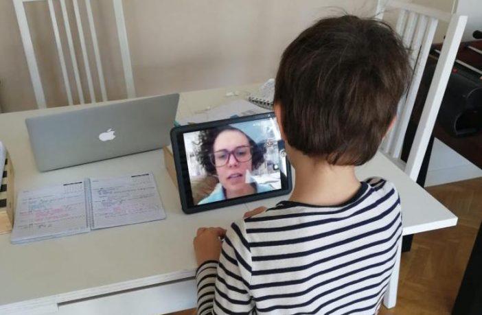 Un alumno del Colegio NClic de Vitoria, durante una tutoría online.