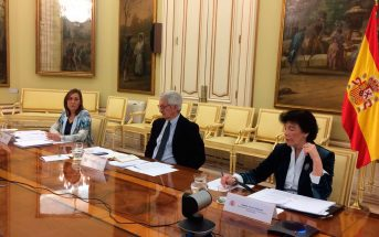 La ministra Isabel Celaá, junto al secretario de Estado de Educación y FP, y a la secretaria general de FP, durante la Conferencia Sectorial telemática del pasado 15 de abril.