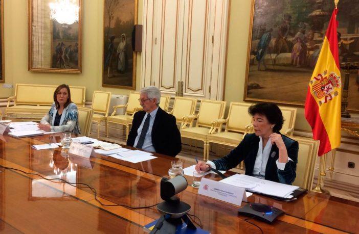 La ministra de Educación y FP, con el secretario de Estado y la secretaria general de FP, en la Conferencia Sectorial telemática del 25 de marzo.