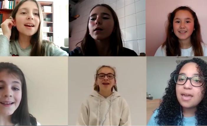 El coro del Colegio Manuela Rial Mouzo de A Coruña canta Resistiré.