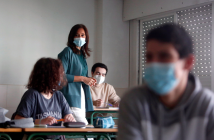 Alumnos de Bachillerato de un instituto de Galicia, durante la visita de la consellera, Carmen Pomar.