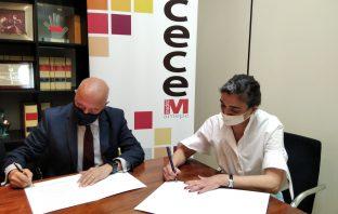 Firma del acuerdo entre CECE-Madrid y la Fundación Compromiso y Transparencia el pasado 20 de abril.