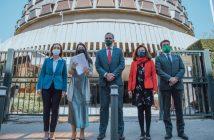 Parlamentarios de VOX ante el Tribunal Constitucional, tras la presentación de su recurso, el pasado 25 de marzo.