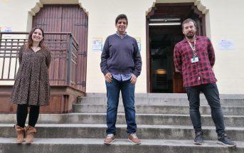 Javier Pi (dcha.) y sus compañeros Marian Parra y Fernando Villar son los impulsores de Biblioflix desde el Colegio San Ramón y San Antonio de Madrid.