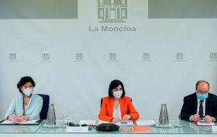 Las ministras de Educación y Sanidad, Isabel Celáa y Carolina Darias, y el ministro de Administraciones Públicas, Miquel Iceta, tras la reunión con las CCAA para aprobar el protocolo de medidas escolares contra el Covid-19 del curso 21-22.