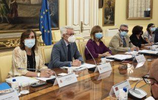 La ministra Pilar Alegría, en la Conferencia Sectorial de Educación del 25 de agosto para preparar el nuevo curso frente al Covid-19. (En la imagen, junto a Clara Sanz, Alejandro Tiana y Fernando Gurrea).