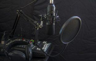 El Ministerio de Educación y FP alcanza un acuerdo con la Fundación COPE para impulsar la radio en los colegios.